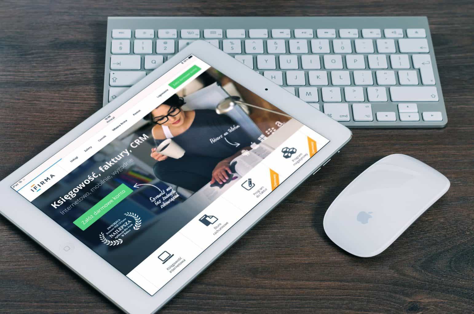 Wireless mouse being used with an iPad while a wireless keyboard is on the background